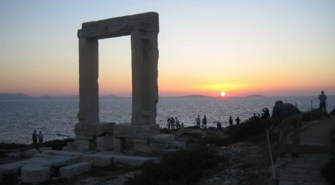 """Die """"Portára"""" begrüßt die Segler in Naxos"""