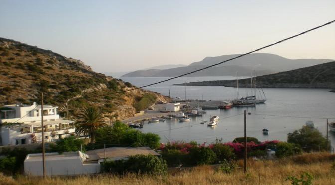 Schinoussa -Blick auf Hafen Ormos Myrsini