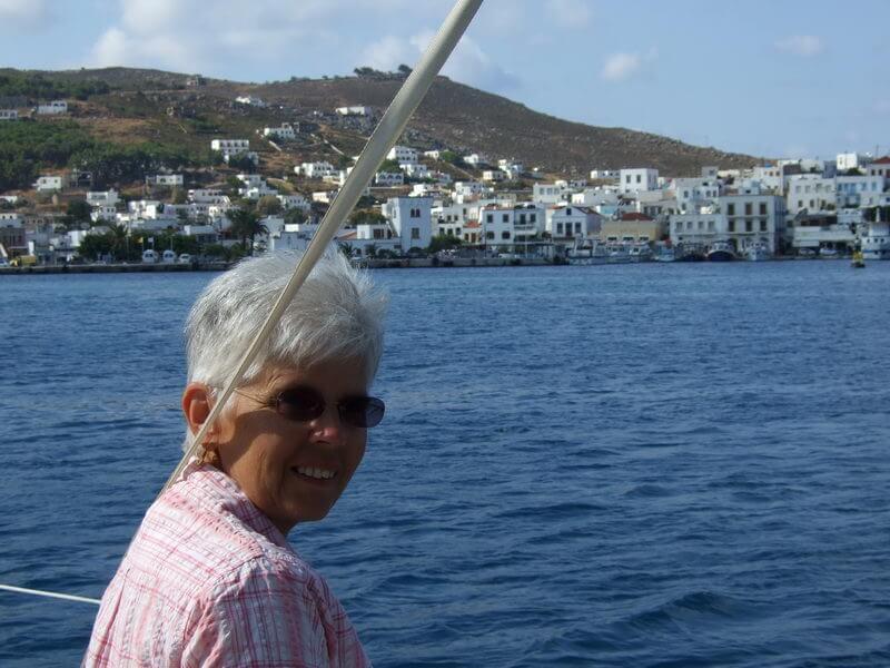 Renate bei der Hafeneinfahrt Skala auf Patmos