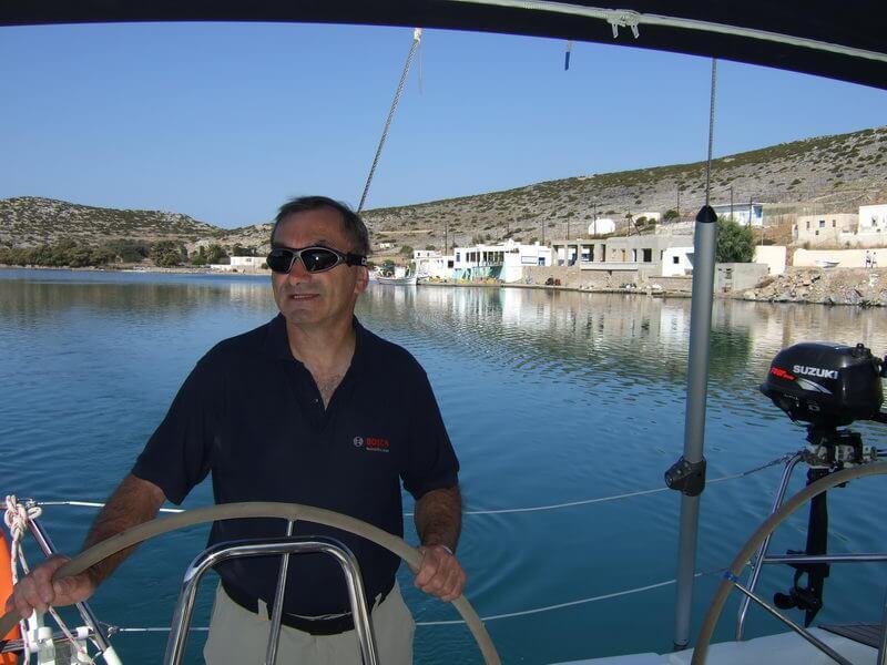 Manfred bei Revierfahrt in Porto Vathy auf Astypalaia