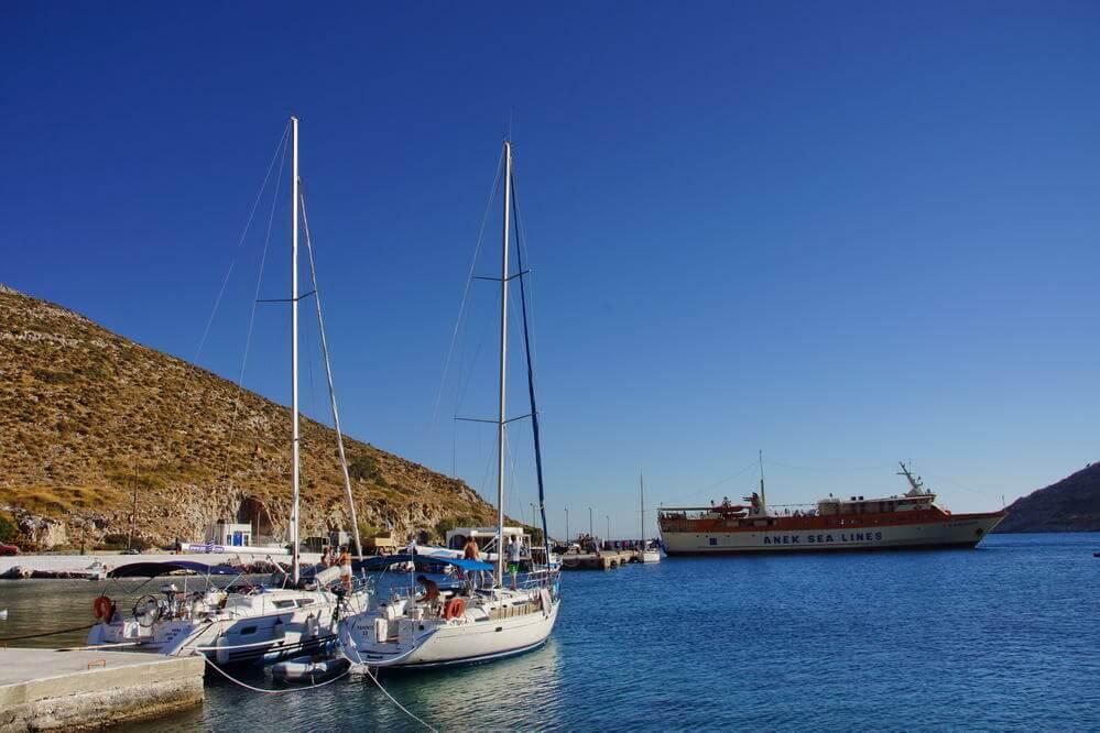 Hafenort Agios Georgios, Fährankunft
