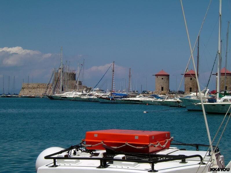 Bootsübernahme im Altstadthafen Rhodos