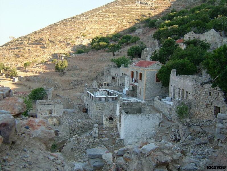 Tilos -Mikro Chorio, das kleine verlassene Dorf mit seiner Mitternachtsdisko