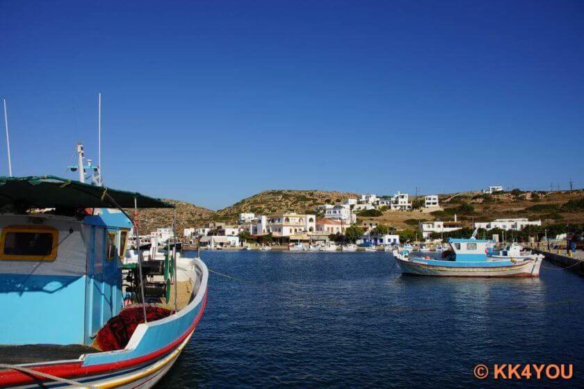 Der Hafen von Lipsi mit der Kirche Agios Ioannis Theologos