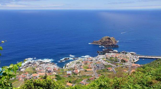 Madeiras Nordwestküste -Blick auf Porto Moniz