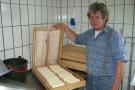 Mittel-Alpe: Hirte Alfred Berchtold bei der Käseproduktion