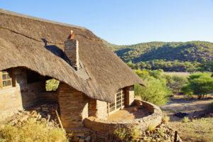 Im Kolonialstil erbautes Farmhaus