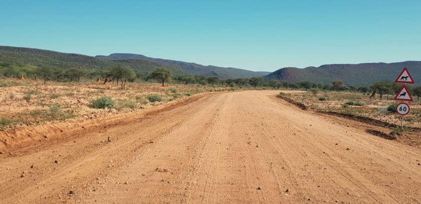 Pad zur Okonjima Lodge