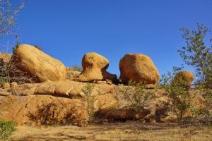 Erongo, riesenhafte im Sonnenlicht leuchtende Granitblöcke
