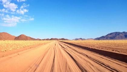 Sandpiste D707 zu den Tirasbergen