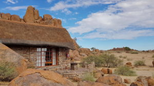 Fish River Canyon Lodge -Bungalow 25 mit Blick in die Steppe