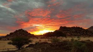 Sonnenuntergang vor Bugalow 25 auf der Fish River Canyon Lodge