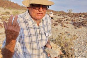 Giel Steencamp mit seinen Funden