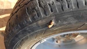 Reparatur des Reifen auf Afrikanisch