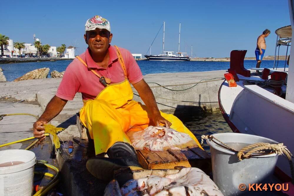 Fischer am Hafen von Parikia