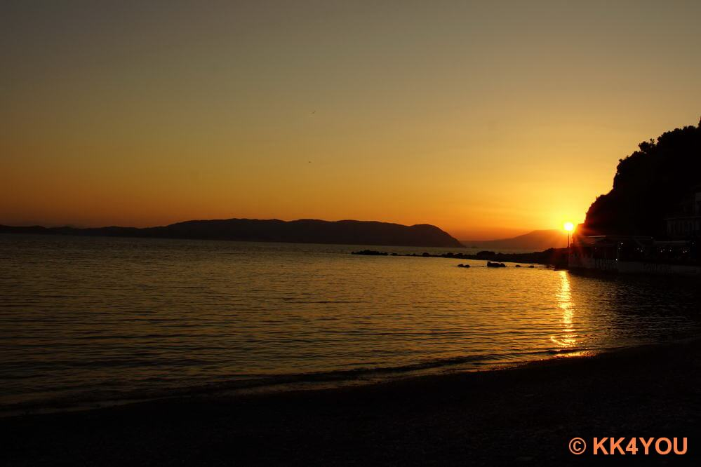 Sonnenuntergang -Hafen Loutraki