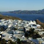 Blick vom Kastrohügel auf die Buchten von Milos