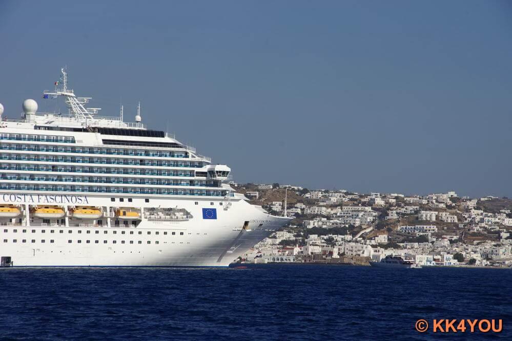 Kreuzfahrer vor Mykonos