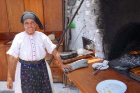 Olymbos- Bäckerin in ihrer Tracht