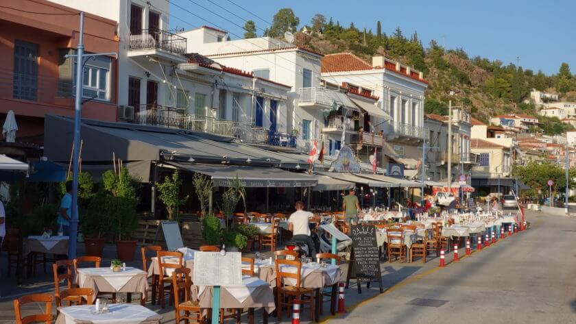 Hafenpromenade in Poros