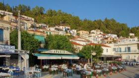 Taverne in Poros wartet auf Gäste in der Corona-Zeit